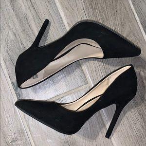 Black pumps!